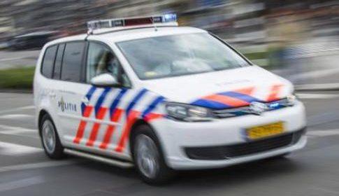 Wielrenner knalt op auto op de Utrechtsestraatweg