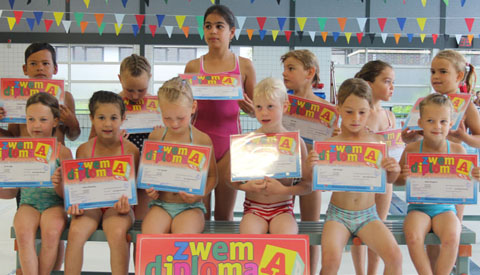 Afzwemmen voor A en B-diploma in Merwestein