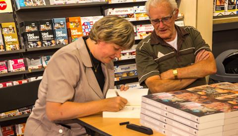 Boekenschrijfster Linda Jansma opent beste Bruna op Cityplaza