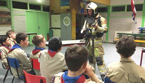 Brandweer op bezoek bij Scouting Jan van Hoof