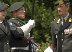 Militaire ceremonie op Stadsplein in Nieuwegein