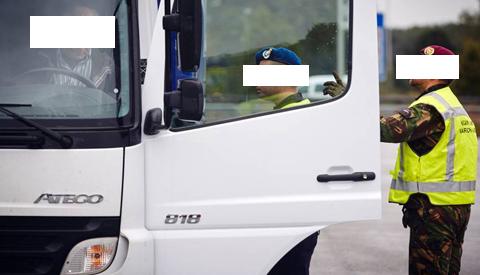 Twee illegalen uit vrachtwagen geplukt bij Nieuwegein