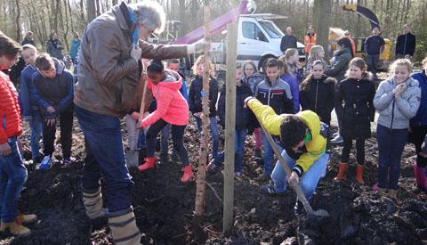 Koningin Julianaschool helpt de natuur een handje!