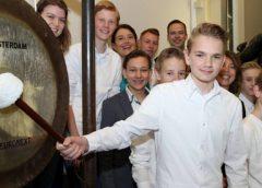Leerlingen Cals College Nieuwegein openden woensdag de AEX