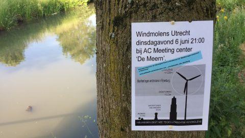 Protest tegen torenhoge windmolens in polder Rijnenburg