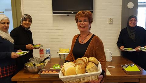 Eerste integratiediner in Nieuwegein meteen een succes