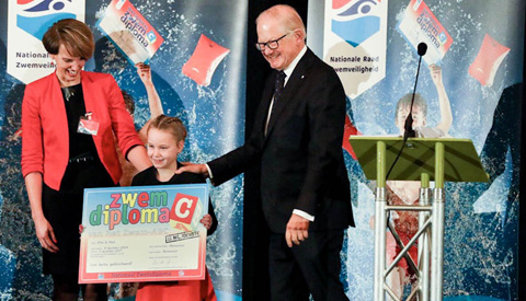 15-Miljoenste zwemdiploma uitgereikt in zwembad Merwestein in Nieuwegein