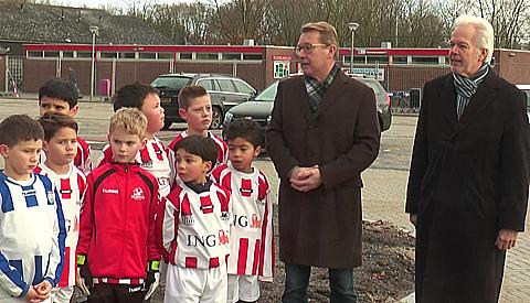 Video: Nieuwe parkeerplaats brengt fusie tussen VSV Vreeswijk en SV Geinoord dichter bij elkaar
