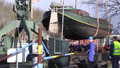 Video: Spectaculaire hijspartij bij Museumwerf Vreeswijk
