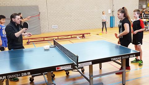 Tafeltennisvereniging VTV bereid basisschool leerlingen voor op tafeltennis toernooi