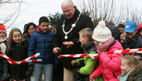 Video: Burgemeester Frans Backhuijs opent Funland in Galecop