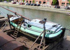 Bijzonder scheepje op de helling bij Museumwerf Vreeswijk