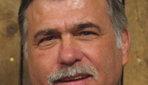 Raadslid Ton de Mol (60) overleden