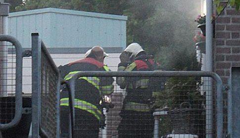 Klein brandje door pannetje op het vuur aan de Ratelaar in Zuid