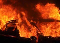 Autobrand op carpoolplaats mogelijk aangestoken