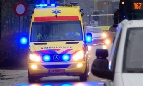 Ambulance en bestelbus komen met elkaar in botsing bij De Poort van Nieuwegein