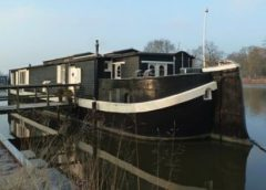 Rondleiding door Woon- en atelierschip De Zwerver bij Museumwerf Vreeswijk