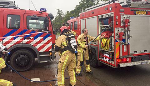 Video: Ingewikkelde brand op industrieterrein Laagraven