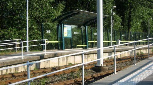 Extra hekken voor veilige oversteek trambaan