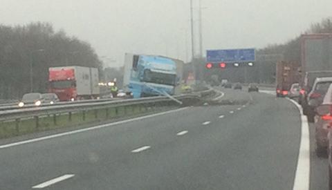 Dode en gewonden bij ongeluk op de A27 bij Nieuwegein