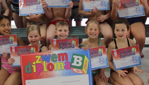 Geslaagd voor het B -zwemdiploma in Merwestein