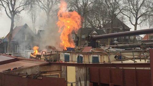 Video: Brand op historisch schip bij de Museumwerf in Vreeswijk