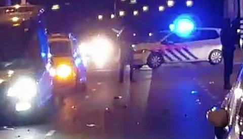 Scooterrijder zwaar gewond bij aanrijding op de A.C. Verhoefweg