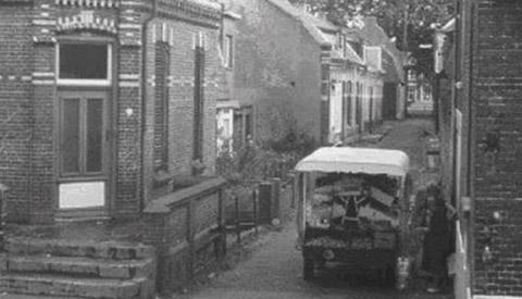 Toen & Nu: 'De Wilhelminastraat en 't Zand met de kar van Beukes'
