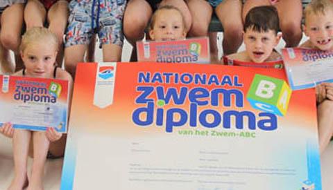 Geslaagd voor het B- zwemdiploma in Merwestein