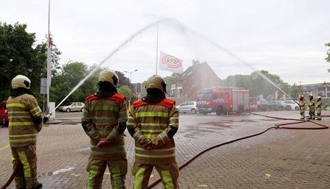 Brandweer staat stil bij omgekomen collega's