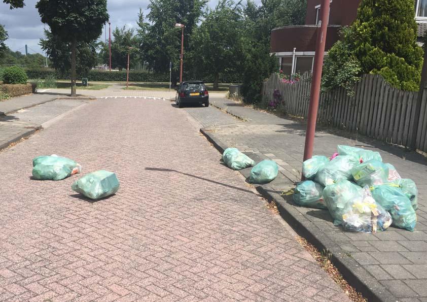 Nieuwegeiners Balen Van Wegwaaiende Afvalzakken Met Plastic Afval