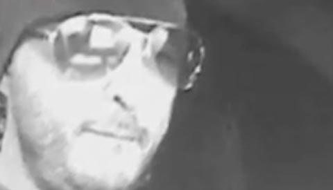 Video: Inbreker verliest deel van buit op Cityplaza