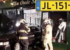Politie zoekt getuigen van ramkraak in Vreeswijk