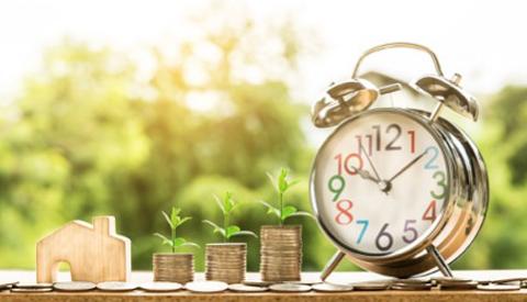 Liever je spaargeld gebruiken of geld lenen?