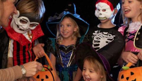 Kinderclub in La CaZa knutselt Halloween