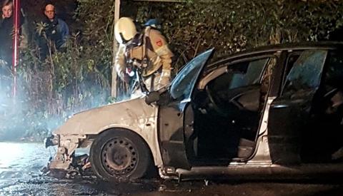 Politie zoekt jongens na drie autobranden in Zuilenstein