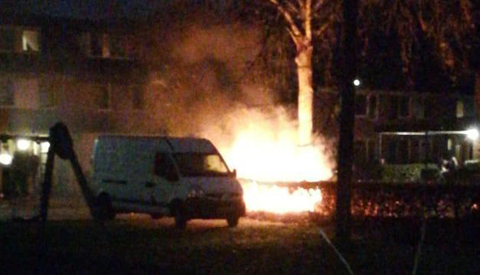 Autobrand op de Bergerveste in de wijk Fokkesteeg