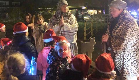 Herdertjestocht luidt kerstvakantie in voor leerlingen van Vroonestein
