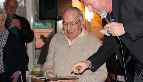 Video: 'Eerste jubileummagazine Tennisvereniging Rijnhuyse  voor Gerard van Beek, lid van het eerste uur'