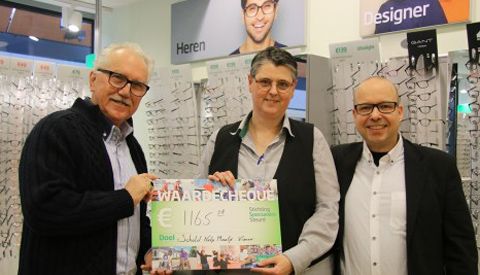 Specsavers Nieuwegein geeft financiële bijdrage aan Schuldhulpmaatje