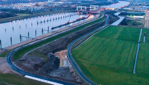 Omleiding tijdens asfalteringswerkzaamheden Lekdijk-Oost bij Prinses Beatrixsluis in april
