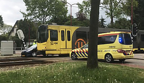 Tramverkeer kort stilgelegd na botsing tussen tram en auto in Nieuwegein