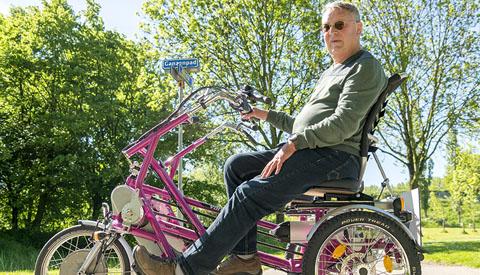 Portret van de week: 'Wie fietst daar op die lila duofiets van de Algemene Hulpdienst Nieuwegein?'
