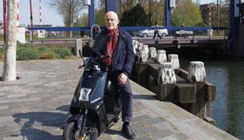 'Jaap Boersema is blij met zijn e-scooter'