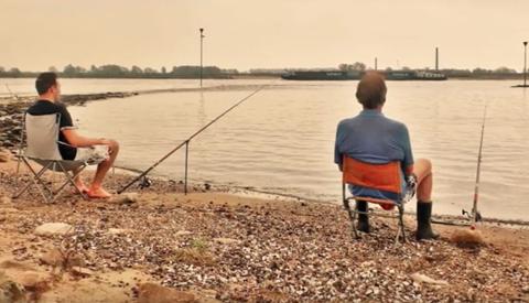 Charles Vos en Nico van Hensbergen uit Nieuwegein maken lied over vissen