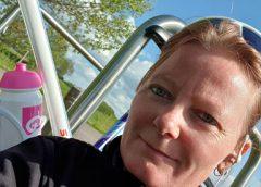 Susan Vos (40) uit Nieuwegein fietst tegen kindhuwelijken