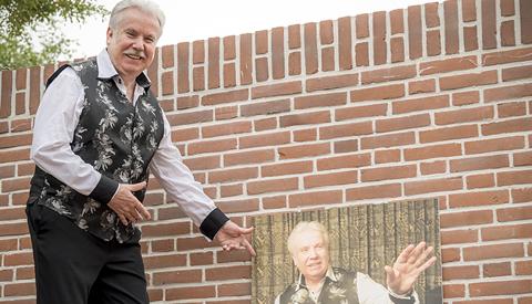 Portret van de week: 'Wie is daar drummer, zanger, entertainer en tributezanger in Nieuwegein?'