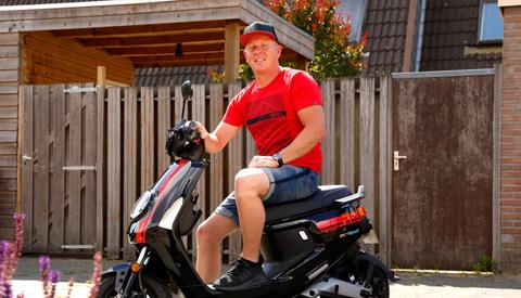 E-scooter voor Robin Vossenstijn dankzij subsidie van de gemeente Nieuwegein