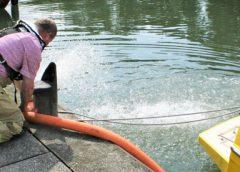 Brandweer voorkomt zinken van schip bij de Zuidersluis