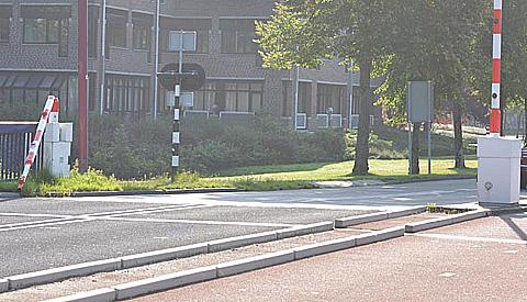 Brugwachter ziet (vracht)wagen over het hoofd bij openen Doorslagbrug